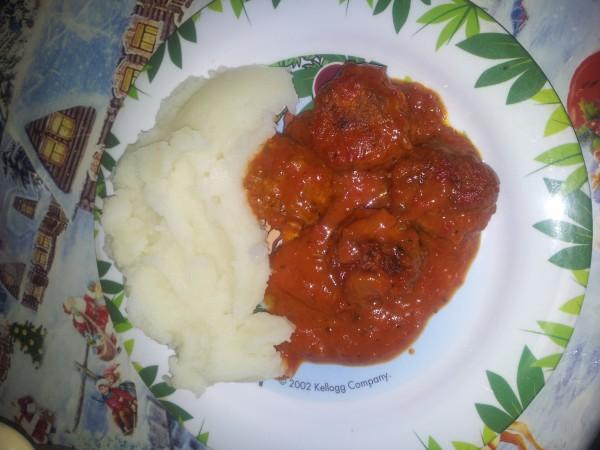 Chiftelute in sos de rosii cu busuioc by gabitza2410