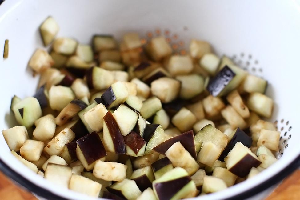 Preparare Conopida cu vinete si mazare, vegan 4