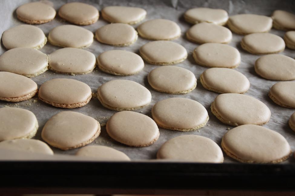 Preparare Macarons cu crema de lamaie 14