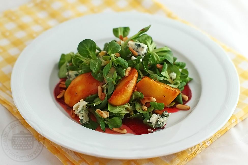 salata cu mere caramelizate, sfecla si roquefort-2