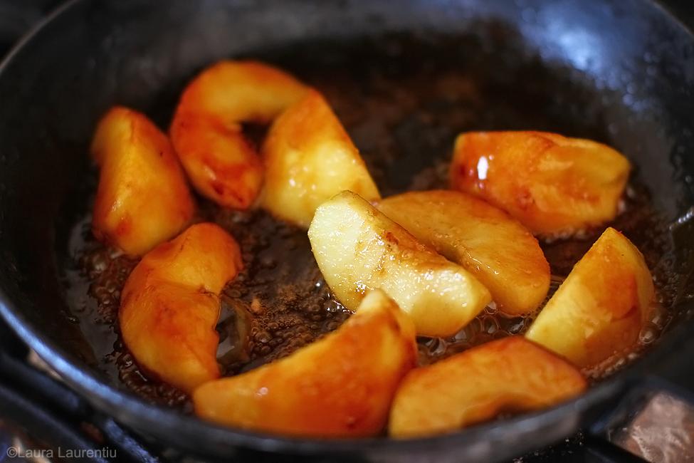 salata cu mere caramelizate sfecla si roquefort caramelizare mere