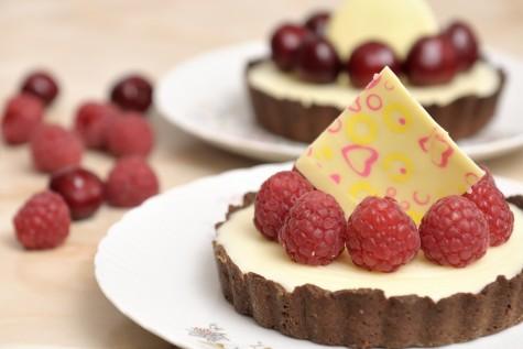 Mini-tarte cu ganache de ciocolata alba si fructe