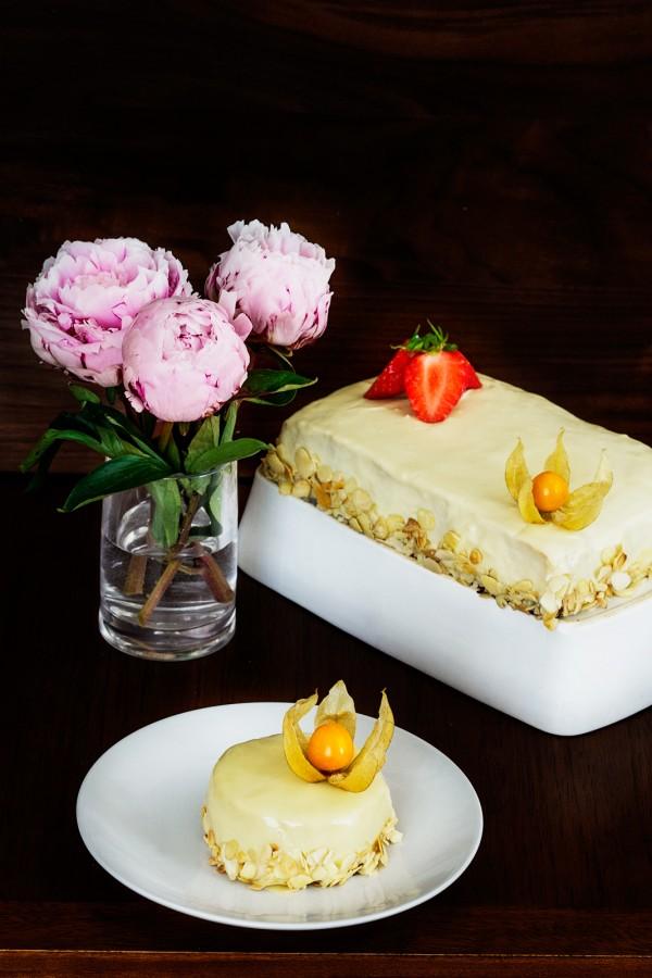 Tort cu ciocolata, nectarine si migdale (1)