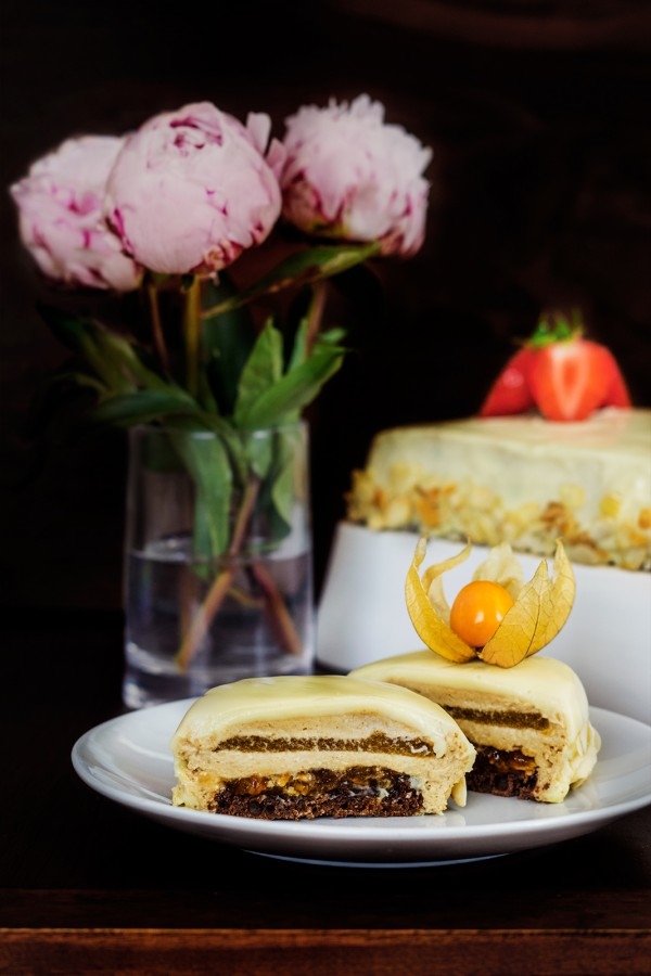 Tort cu ciocolata, nectarine si migdale (8)