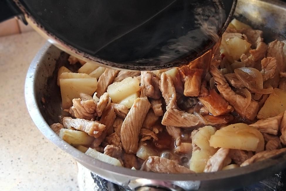 curcan la tigaie, in sos de ananas preparare 4
