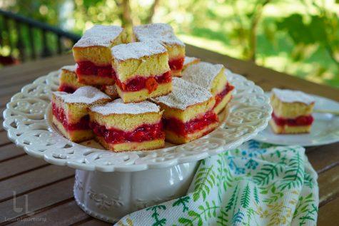 Prăjitură cu vișine turnată rețetă simplă, fără praf de copt!