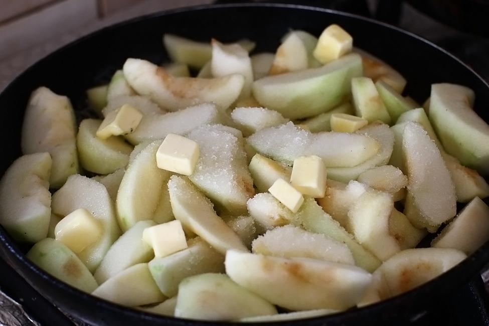 preparare prajitura fara coacere cu mere si crema de branza - 1