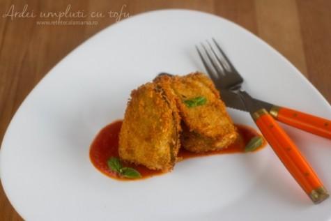 Ardei umpluți cu tofu și sos de roșii