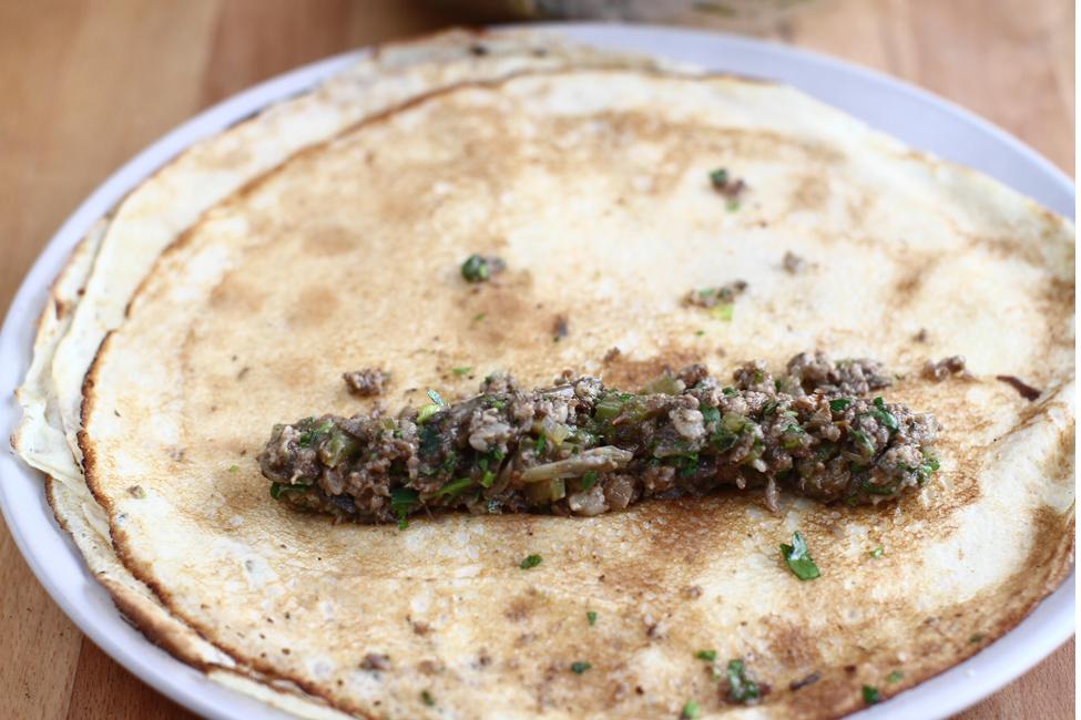 reteta clatite-aperitiv cu carne asamblare 1