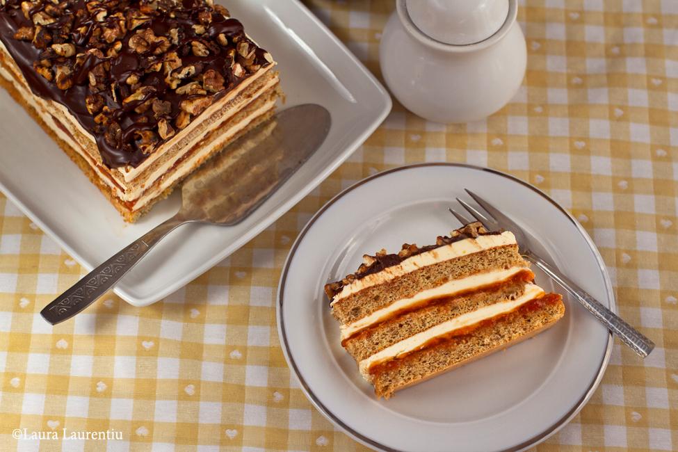 prajitura cu nuca, gem, crema de vanilie si ciocolata 2