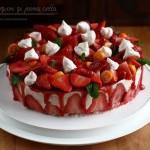 Tort cu căpșuni și panna cotta