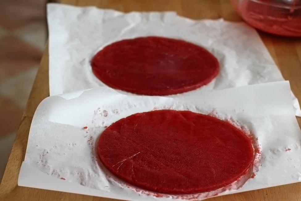 tort cu capsuni si panna cotta retetecalamama - preparare insert de capsuni