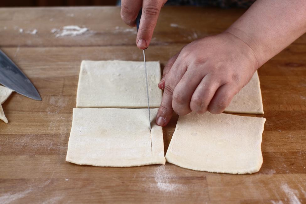 tarte cu crema de vanilie, rubarba si capsuni preparare 4