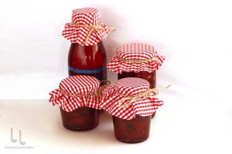 Dulceață și sirop de căpșuni pregătite în același timp