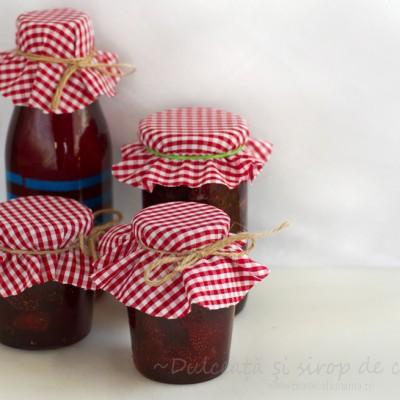Dulceață și sirop de căpșuni pregătite în același timp, fără prea mult zahăr, fără conservanți și coloranți