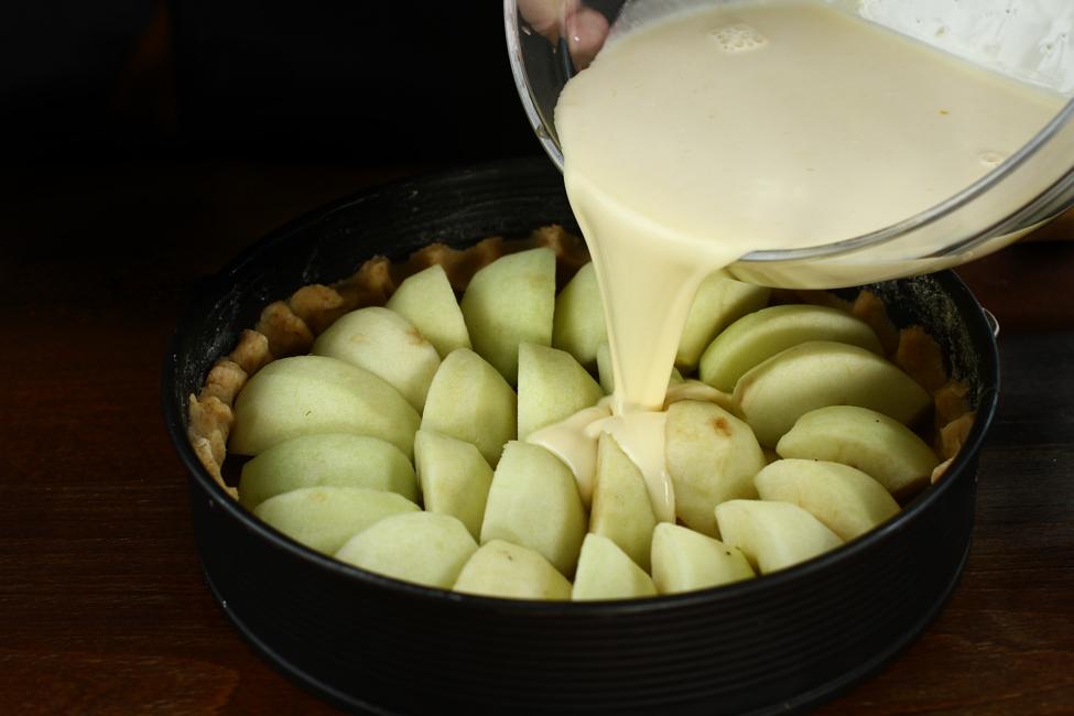 preparare 4 tarta cu mere normanda