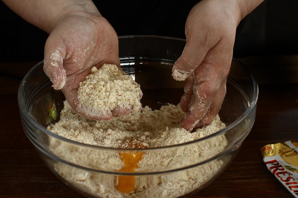 preparare crusta cu unt pentru tarta cu mere normanda