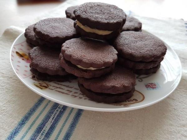 Biscuiți cu cacao și cremă de ciocolată albă, rețetă video de Sabina Sabau 67