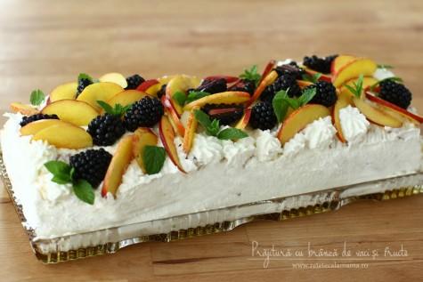 Prăjitură cu fructe și brânză de vaci