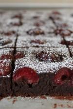 Prajitura cu ciocolata si cirese de DanaS