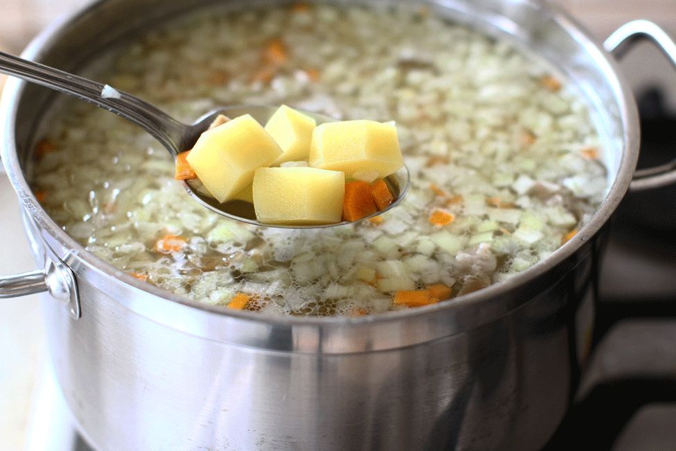 ciorba-de-cartofi-cu-afumatura-si-tarhon-reteta-pasul-5-preparare