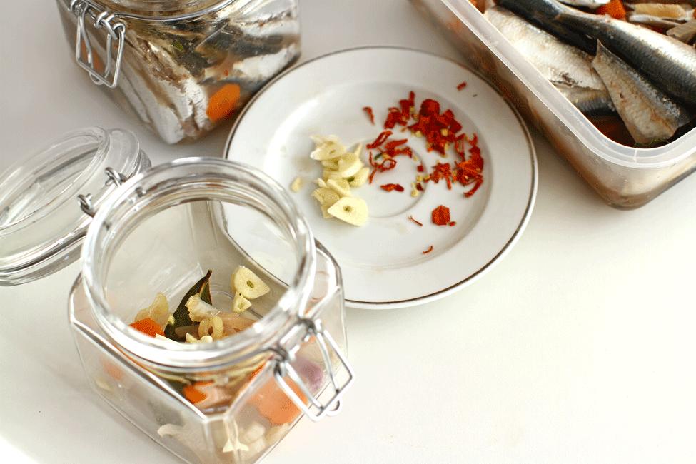 conserva-de-peste-in-ulei-picant-preparare-3