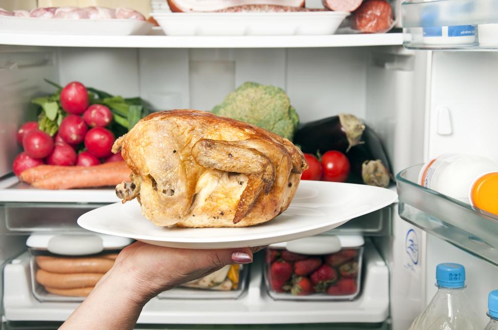 frigider plin cu alimente