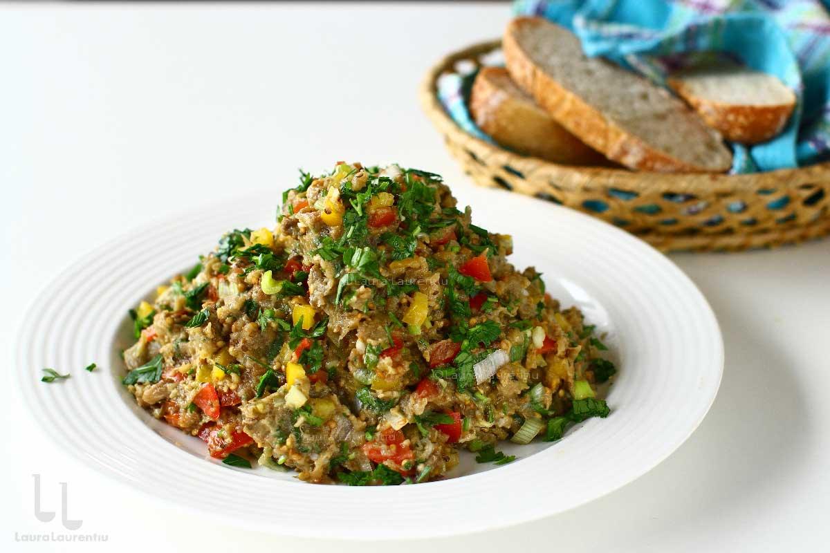 salata de vinete cu ardei gras si rosii reteta salata de vinete in stil libanez reteta