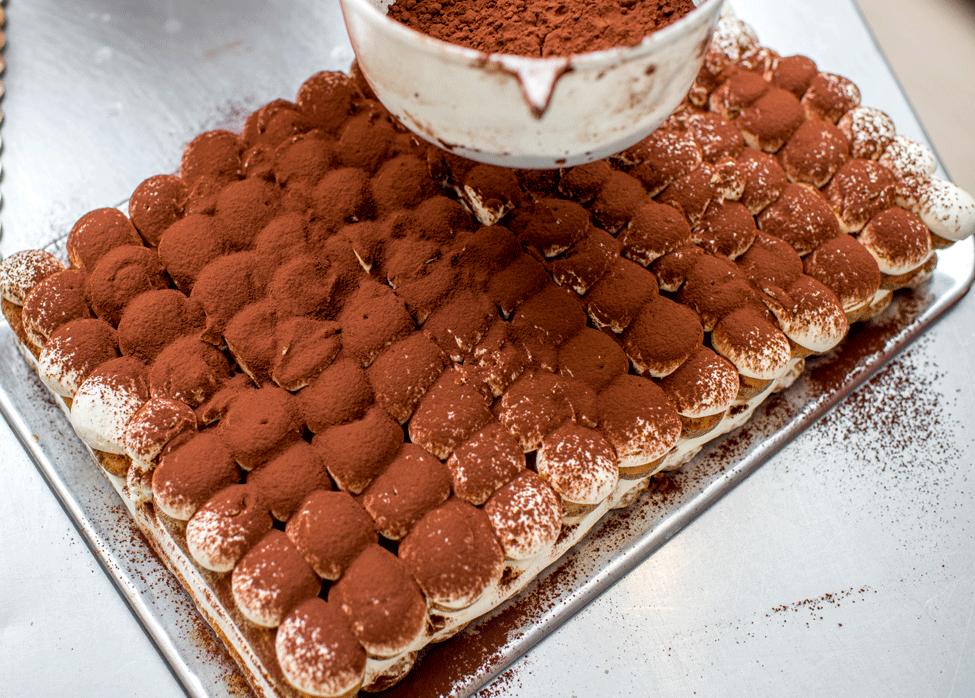 tiramisu-reteta-pudrat-cu-cacao-tiramisu