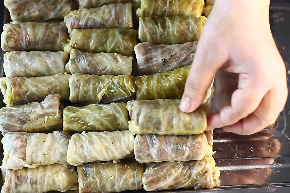 reteta-sarmale-traditionale-sarmalele-aranjate-pe-o-tava