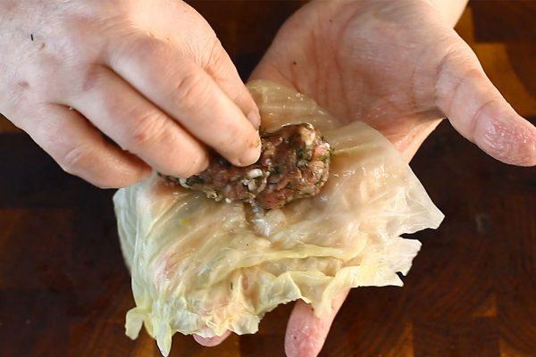 sarmale-traditionale-in-foi-de-varza-murata-impaturirea-sarmalelor