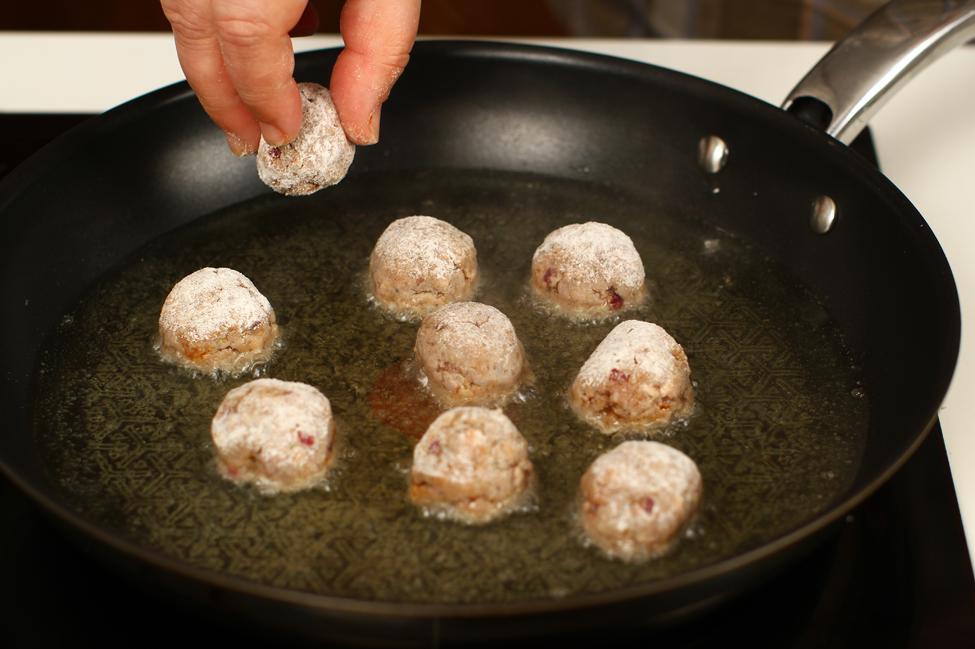 chiftelute cu sos de mustar si smnatana reteta pas cu pas mod de preparare pas 3