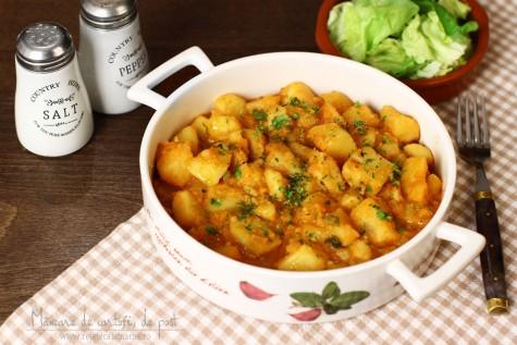 Mâncare de cartofi (tocăniță) simplă, de post