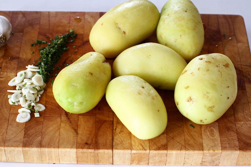 cartofi-noi-la-cuptor-cu-rozmarin-si-usturoi-ingrediente