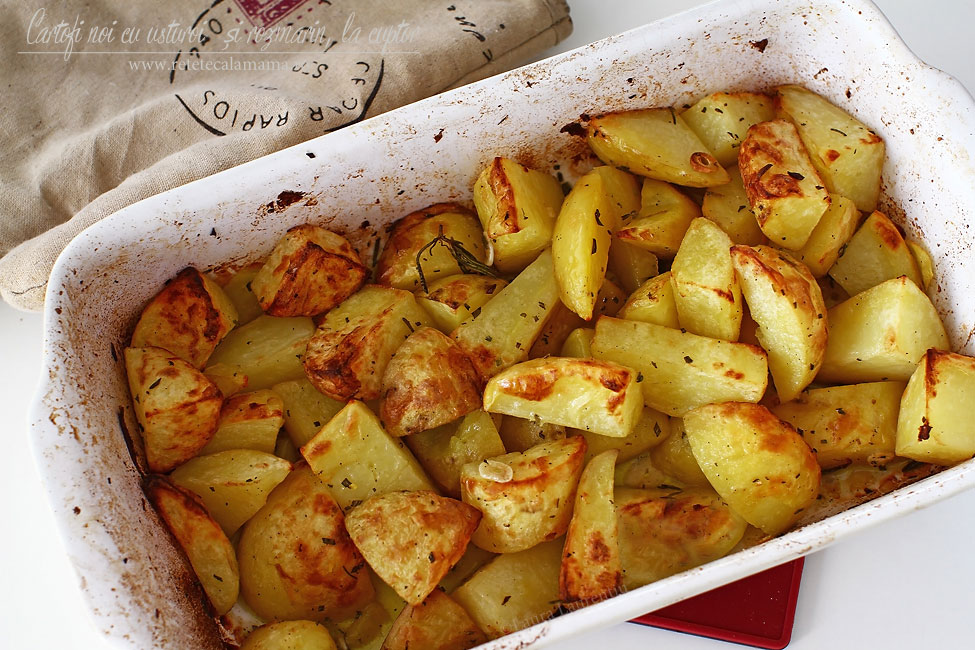 Cartofi noi cu usturoi și rozmarin, la cuptor