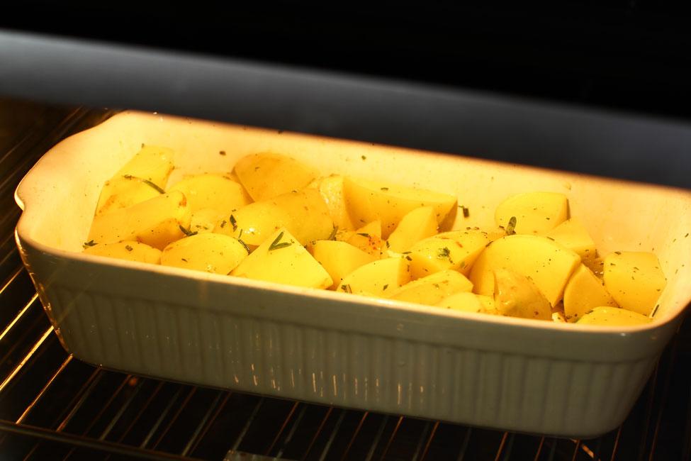 cartofi-noi-la-cuptor-reteta-coacere-cartofi-noi-la-cuptor