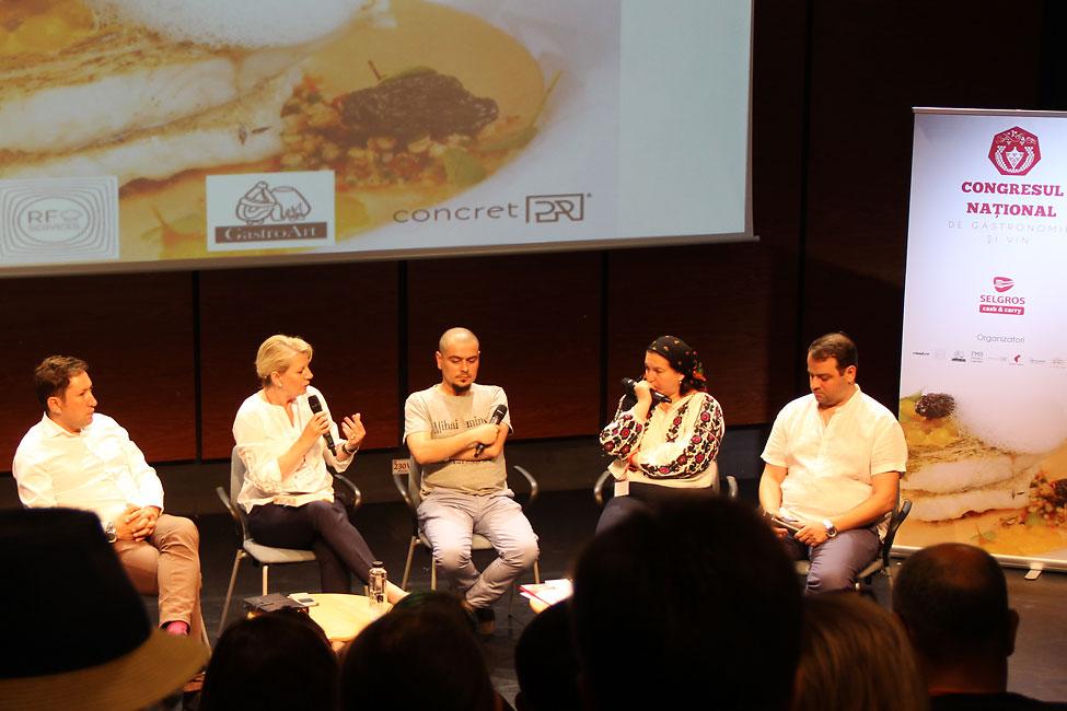 Cezar-Munteanu,-Gabriela-Berechet,-Cosmin-Dragomir,-Simona-Lazăr-și-Nico-Lontras-pe-scena-Congresului-Național-de-Gastronomie-și-Vin