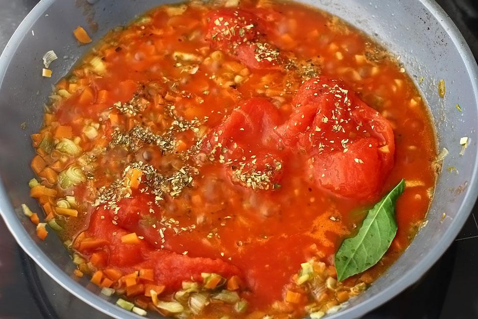chiftele-gratinate-cu-cartofi-reteta-pregatirea-sosului