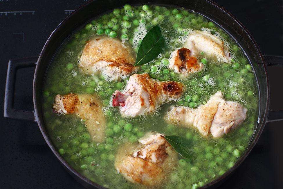 Preparare Mâncare de mazăre cu pui și găluște 4