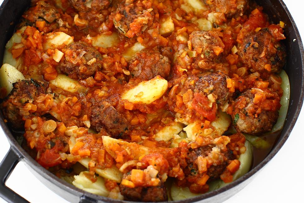 reteta chiftele gratinate cu cartofi pregatite de cuptor