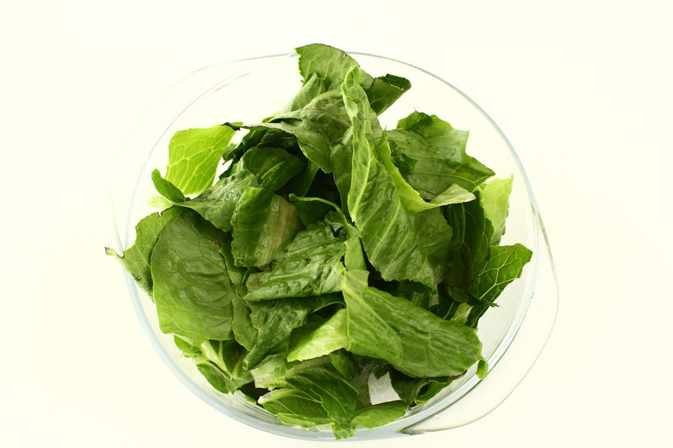 salata cu ton in stil nicoise mix de frunze de salata