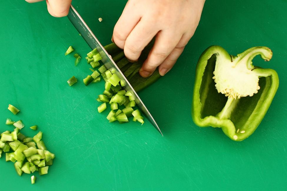 salata cu ton rio mare in stil nicoise preparare ardei gras verde