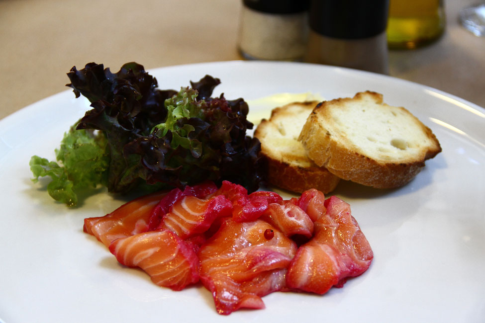 antreu-Nicolaie-Tomescu---somon-marinat-si-salata-lollo