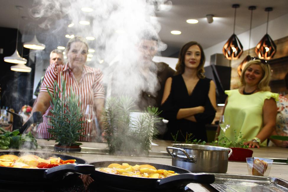 eveniment KUXA cu Laura Laurentiu - pregatirea sosului