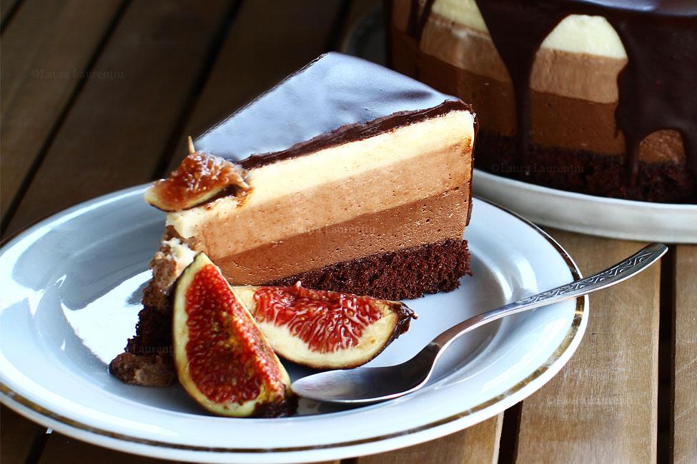 tort-trio-de-ciocolata-trio-chocolat-tres-chocolates-tort-cu-trei-feluri-de-ciocolata-reteta-video-felie-de-tort-trio-de-ciocolata