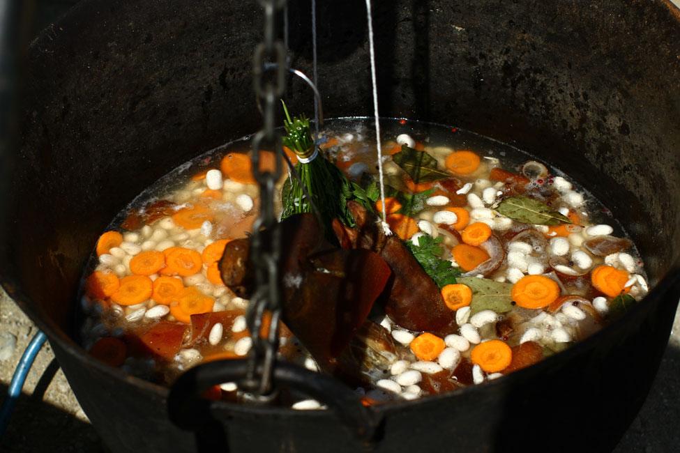 festivalul-ceaunelor-preparat-fasole