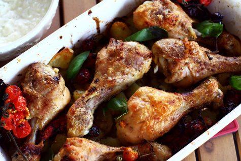 Pulpe de pui la cuptor, cu roșii și cartofi