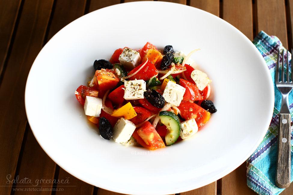 Salata grecească - rețetă răcoritoare pentru zile fierbinți