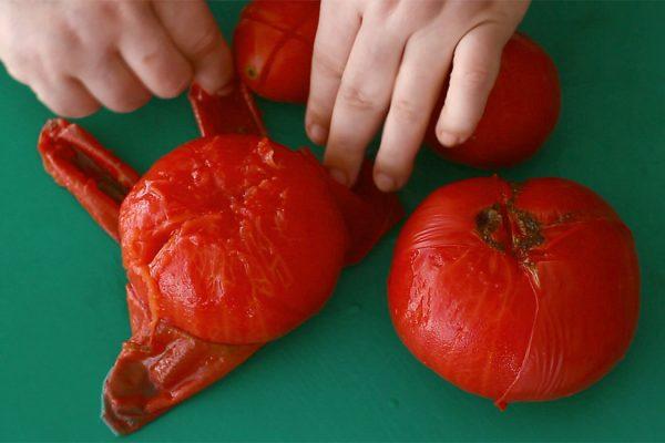 sos-de-rosii-pentru-paste-la-borcan-curatat-rosiile-oparite