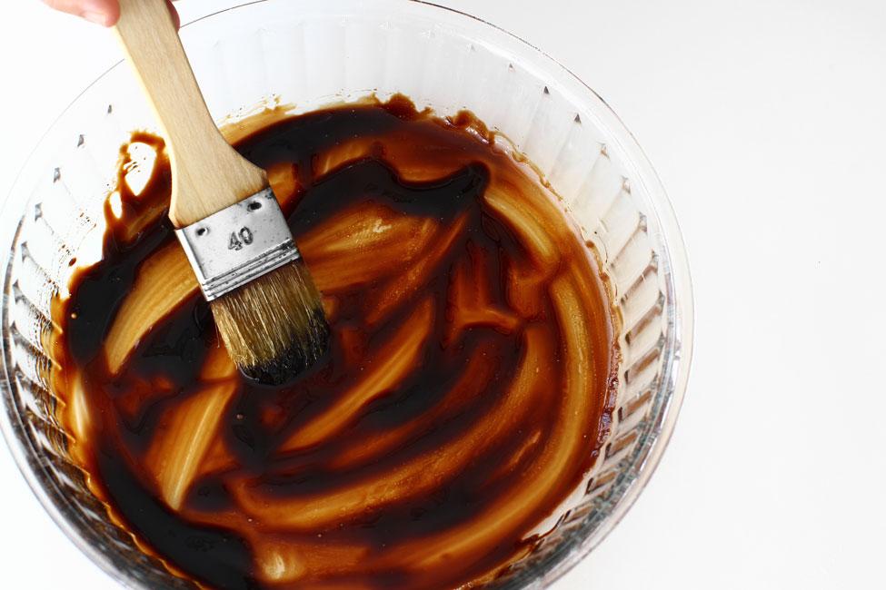 tarta-tatin-cu-branza-de-capra-si-dovlecei-pregatire-forma-cu-crema-balsamica